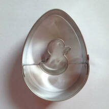 Csibe közepű tojás linzer kiszúró, húsvéti mézeskalács kiszúró 5,4 cm