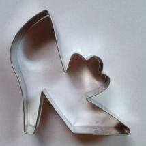 Nagy magassarkú boszi cipő kiszúró 8 cm