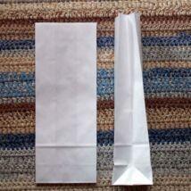 Kis fehér talpas papírzacskó